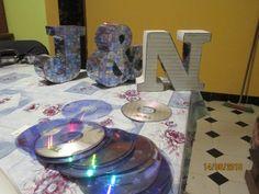 letras 3D decoradas con DVD Facebook, Instagram, Recycling, Cardboard Letters, Unicorn, Punto De Cruz, Patterns