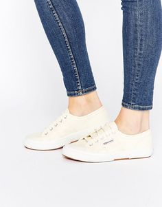 bab4369180f Zapatillas de deporte clásicas 2750 Cotu de Superga. Zapatos de