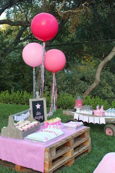 Garden Party Deco - Great idea for our next pool party kids birthday! Thank you for that KinderParty Décoration Garden Party, Garden Party Decorations, Garden Parties, Wedding Decoration, Table Decorations, Star Wars Party, Star Party, Pool Party Kids, Little Gardens