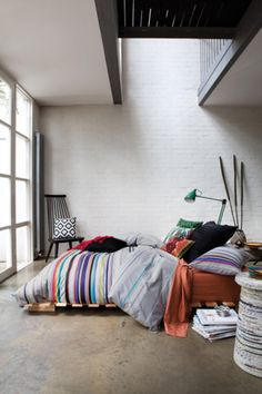 Everything I need: skylight, window lookout, hippie vibe - low bed etc / high ceiling