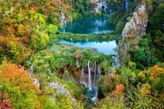 ウユニ塩湖、グランドキャニオン、アンコールワット・・・。世界には、想像を超えた絶景がたくさんあります。全部を回るには人生は短いですが、少しずつでもいいから世界の絶景を見てみたい!という人は多いはず。今回は、世界50カ国を旅した僕が選ぶ「世界の絶景100選」を紹介します。※写真はパソコンで見るとさらにきれいです。