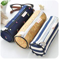 Ideas For Sewing Tutorials Free Bag Pencil Cases Pencil Case Tutorial, Diy Pencil Case, Diy Sewing Projects, Sewing Tutorials, Bag Tutorials, Sewing Ideas, Diy Bags No Sew, Diy School Supplies, Pencil Bags