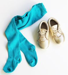 Teal knit baby tights give a pop of much needed winter color | June & January + Freshly Picked mocassins
