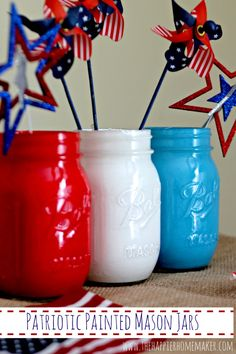 More than Fifty Patriotic Mason Jar Ideas for crafts, decor and food. Perfect for Fourth of July, Memorial Day and Summer. Patriotic Crafts, July Crafts, Patriotic Decorations, Holiday Decorations, Kids Crafts, Mason Jar Crafts, Mason Jar Diy, Bottle Crafts, 4th Of July Party