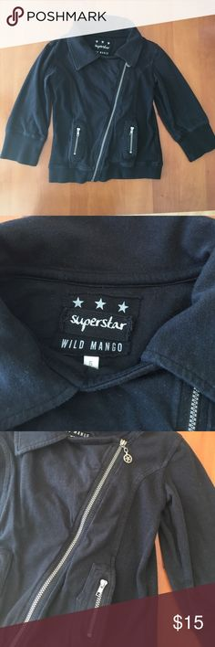 Wild Mango Girls Black Cotton Moto Sweatshirt 5 Super cute!!!  I love this sweatshirt & am sad that my daughter doesn't fit it in it anymore!  It's a size 5 and I think it fits true to size.  It's SO soft, 95% cotton & 5% elastane.  There are 2 front slit pockets with 2 front Zip mini pockets & a horizontal zip front.  The zipper has a star on the pull & the back says ROCK in raw hem pieces sew on.  Terrific spring jacket and can wear year round to give a little to your girl's outfit!!  In…