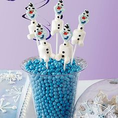 Bring everyone's favorite snowman to life in a sweet way! Put your Olaf Marshmallow pops on display in a clear jar filled with blue Sixlets®! Yum!