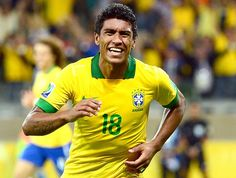 Paulinho gol Brasil Uruguai (Foto: AFP)