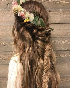 Flower crown and fishtail braid hairstyle,boho hairstyle,fishtail half up half down hairstyle ideas