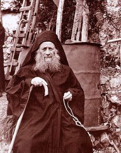 photograph of the Elder Joseph the Hesychast. Link to Orthodox Prayer rope information and history. Orthodox Prayers, Orthodox Christianity, Jesus Prayer, Prayer Book, Miséricorde Divine, Church Icon, Godly Man, Orthodox Icons, Portraits