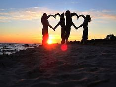 I love this sunset silhouette photo idea. So cute for summer vacation with friends or family photo shoot on the beach!