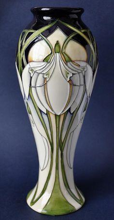 Moorcroft from B&W Thornton Of Stratford Ceramic Pottery, Pottery Art, Pottery Ideas, Ceramic Painting, Ceramic Artists, Art Nouveau Tiles, Art Deco, Craftsman Decor, Pottery Supplies