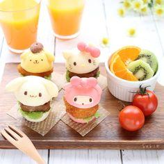 Instagram 上的 sakie:「 🍔ミニバーガー🍔 * * こんにちは\(◡̈)/♥︎ * 今日は久しぶりにミニマフィン型で サンリオパンを焼きました🍞💕 白身魚フライとハンバーグをはさんで 2種類のバーガーに\(* ¨̮*)/\(*¨̮ *)/🍔 ミニサイズだといろんな種類が食べられるので… 」 Cute Food, Good Food, Mini Burgers, Mini Foods, Creative Food, Bento, Hello Kitty, Bakery, Food And Drink