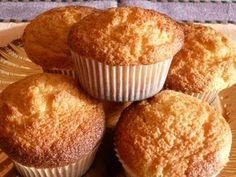 MAGDALENAS CASERAS     RECETA FÁCIL Pound Cake Recipes, Cupcake Recipes, Dessert Recipes, Cupcakes, Cupcake Cakes, Desserts Espagnols, Dessert Thermomix, Pan Dulce, Breakfast Dessert