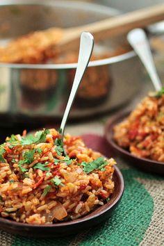 Spicy Vegan Jambalaya - http://www.lifeasastrawberry.com/spicy-vegan-jambalaya/