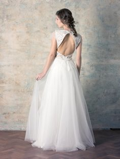 rochie de mireasă simplă tip prințesă cu fustă tull și dantelă Couture Dresses, Wedding Dresses, Collection, Fashion, Tulle, Haute Couture Dresses, Bride Dresses, Moda, Bridal Gowns