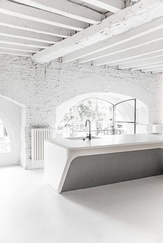 I'm happy I found time to make, even fast, visit at Boffi Showroom in Milan Design Week & Fuorisalone happening time. Kitchen Wet Bar, Kitchen Dinning Room, Dining, White Bathroom, Small Bathroom, Boffi, Modern Lighting Design, Milan Design, Ceiling Design