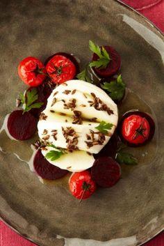 Salade van rode biet met buffelmozzarella - Het Nieuwsblad: http://www.nieuwsblad.be/cnt/dmf20121129_122