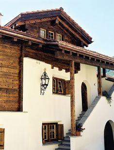 Die Wohnunüberbauung Murschetg in Laax entstand in verschiedene Etappen und wurde im Jahre 1995 fertiggestellt.