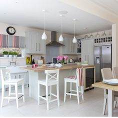 Grey Shaker-style kitchen | Grey kitchen colour ideas | Colour | Design | PHOTO GALLERY | Housetohome.co.uk