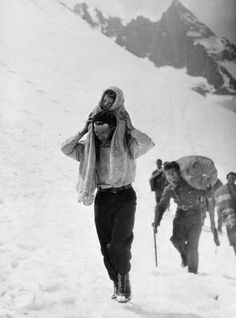 Spanish Father Carrying His Child with Fellow Refugees Behind 13 abr 1938