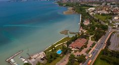 Hotel Aquila D'Oro Desenzano Del Garda Between Sirmione and Desenzano del Garda, Aquila D'Oro is a 4-star hotel offering splendid views of Lake Garda and the surrounding mountains.  It offers free Wi-Fi throughout, a garden with swimming pool and free car park.