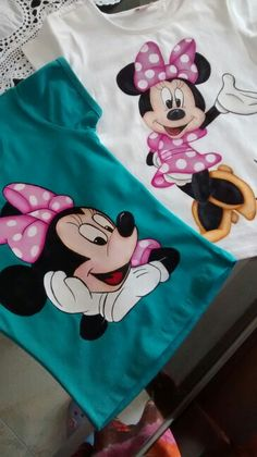 Mis trabajos T Shirt Painting, Fabric Painting, Fabric Art, Painted Jeans, Painted Clothes, Applique Designs, Embroidery Designs, Kerala Mural Painting, Fabric Paint Designs