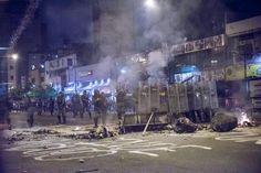 Impactantes las fotos de los disturbios #22F, por @carlosbecerra00 http://cnn.it/1bD1UQe #Venezuela pic.twitter.com/rRueoDajwd