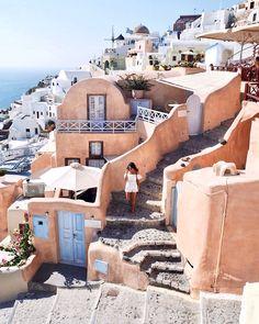 Running through the streets of Oia, Santorini #greece #santorini #travel (insta: @thesundaychapter)