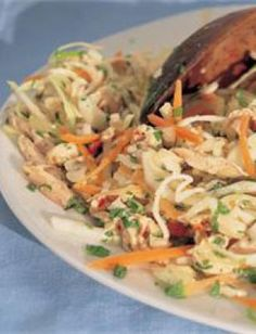Vietnamese Chicken & Mint Salad - Nigella Lawson - this is AWESOME, let it sit overnight in fridge for the best flavor! How To Cook Chicken, Cooked Chicken, Poached Chicken, Chicken Satay, Thai Chicken, Chicken Rice, Asian Recipes, Healthy Recipes, Ethnic Recipes