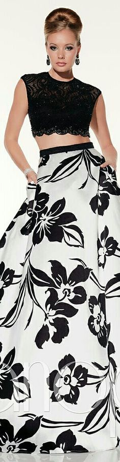 PANOPOLY ▪White w. Black Floral Display on Flowing Skirt & Black Halter Top ▪#14800