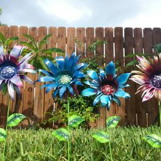"""""""Some of my newest creations! New listings going up soon!"""" -- Check out GardenDreamsDecor on Etsy for more beautiful handmade pieces like these. Aluminum Can Flowers, Metal Flowers, Fake Flowers, Colorful Flowers, Beautiful Flowers, Metal Roses, Beautiful Pictures, Garden Deco, Glass Garden"""