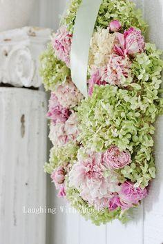 hydrangea wreath with peonies Love Flowers, Dried Flowers, Beautiful Flowers, Wedding Flowers, Fresh Flowers, Beautiful Things, Wreaths And Garlands, Door Wreaths, Hydrangea Wreath
