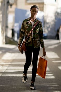 THE BEST OF THE IMPRESSION'S PARIS FASHION WEEK MODELS OFF-DUTY STREETSTYLE SPRING 2017 Off-Duty | Paris Models Street Style Spring 2017 Day 7 2016-10-25T13:50:41+00:00 2016-10-25T13:50:41+00:00 Kenneth Richard
