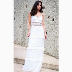 @blogviviribeiro já fez sua escolha do 'white dress' perfeito para as festividades de final de ano, e a gente AMOUUU!!!😍😍😍#reginasalomao #SS17 #TropicalVibesRS #momentoRS