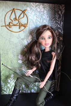 My Froggy stuff this is a liv doll I have the Barbie katniss doll but u can make any doll look like katniss. Look on my bored called livs pin bored. And see my katniss doll Liv Dolls, Barbie Dolls, Myfroggystuff, Journey Girls, Katniss Everdeen, Monster High Dolls, Doll Crafts, Diy Dollhouse, Custom Dolls