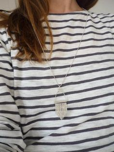 _*Collier - Sautoir en argent (Argent 925/1000)*_  -Chaine à billes et composants en argent 925 -Petites perles en argent -Petites perles de verre japonaises  Longueur de la chaîne:...
