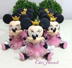 Apliques Minnie no Minnie Mouse Birthday Theme, Mickey And Minnie Cake, Mickey E Minie, Bolo Minnie, Minnie Mouse Party, Foam Crafts, Diy And Crafts, Disney Cake Toppers, Polymer Clay Disney