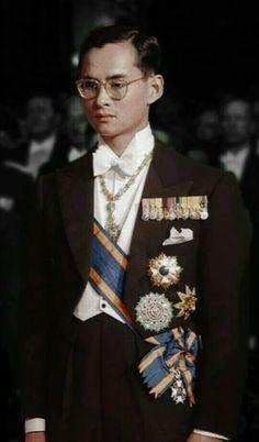 """พระนามเต็ม """" พระบาทสมเด็จพระปรมินทรมหาภูมิพลอดุลยเดช มหิตลาธิเบศรรามาธิบดี จักรีนฤบดินทร สยามินทราธิราช บรมนาถบพิตร"""""""