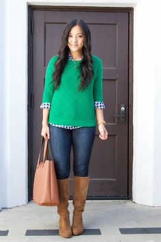 Blue gingham shirt+green sweater+dark skinny jeans+camel suede boots+cognac tote bag+gold necklace. Fall Casual Outfit 2017