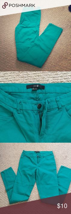 Forever21 kelly-green skinny jeans Fun green skinnies-perfect for St Patrick's Day attire! Or any day for some fun color. No tags but never worn, in great condition. 29in length from inseam Forever 21 Pants Skinny
