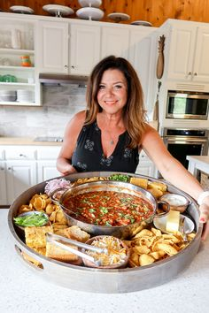 Serve an EPIC Chili Dinner Board; a great way to bring people together around your favorite chili recipe. Top with your favorite toppings and corn bread! Charcuterie Recipes, Charcuterie And Cheese Board, Cheese Boards, Favorite Chili Recipe, Favorite Recipes, Good Food, Yummy Food, Tasty, Appetizer Recipes