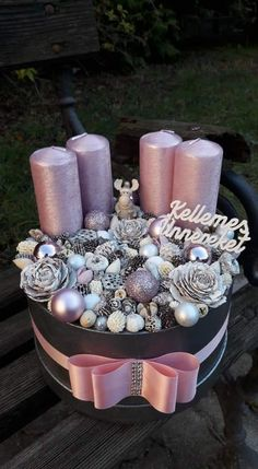 Fakultät für Disp - New Ideas Christmas Advent Wreath, Handmade Christmas Decorations, Xmas Wreaths, Christmas Centerpieces, Pink Christmas, Xmas Ornaments, Xmas Decorations, Beautiful Christmas, Christmas Time