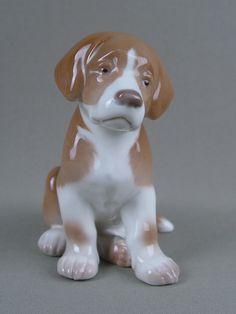 «Грустный щенок», фарфор, роспись. Дания, Копенгаген, B&G, конец XX века, высота — 13 см  Цена — 6500 руб.