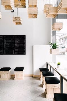 Wazzadu #กาแฟ Hospitality Design, Ideas With Pallet, Pallet Lamp Ideas, Pallet Interior Ideas, Pallet Stool, Bar Pallet, Pallet Chairs, Pallet Projects, Crate Seats