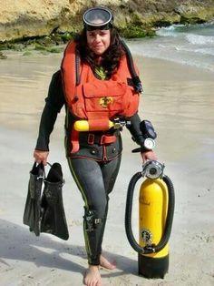 """vintagescuba: """"Cum Dive With Me! Scuba Diving Courses, Scuba Diving Gear, Padi Diving, Underwater Pictures, Scuba Girl, Diving Suit, Womens Wetsuit, Koh Tao, Vintage"""