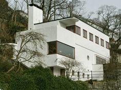 Stucco Homes: The Pros and Cons of a Stucco Exterior Stucco Homes, Stucco Exterior, Exterior Paint, White Stucco House, International Style Architecture, Art Nouveau, Streamline Moderne, Art Deco Buildings, House Siding