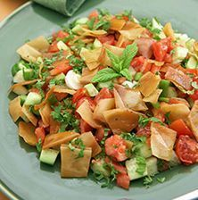 Η διάσημη αραβική σαλάτα με τις κριτσανιστές πίτες και τη φρεσκάδα του δυόσμου. Salad Recipes, Diet Recipes, Cooking Recipes, Healthy Recipes, The Kitchen Food Network, Salad Bar, Fermented Foods, Appetisers, Greek Recipes