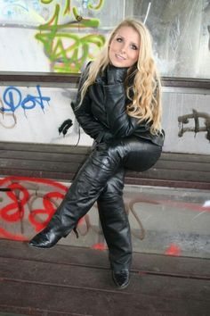 # Hot Wheels Source by amazinghighheels High Heels Outfit, Hot High Heels, High Heel Boots, Heeled Boots, Leather Gloves, Leather Jacket, Leather Pants Outfit, Leder Outfits, Jumpsuit Dress