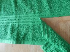 Step-by-step directions with pictures on how to make a towel wrap. Diy Crafts How To Make, Diy And Crafts Sewing, Sewing Hacks, Sewing Projects, Decorative Hand Towels, Make Your Own, Make It Yourself, Old Towels, Towel Wrap