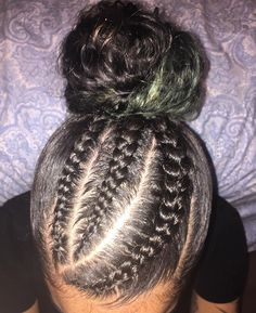 Ultimate Budget Friendly Curly Hair Product Guide Our favorite products for every step of your budget curl care routine! What products do you swear by? Baddie Hairstyles, Braided Hairstyles, Black Hairstyles, Pretty Hairstyles, Coiffure Hair, Curly Hair Styles, Natural Hair Styles, Twisted Hair, Hair Laid